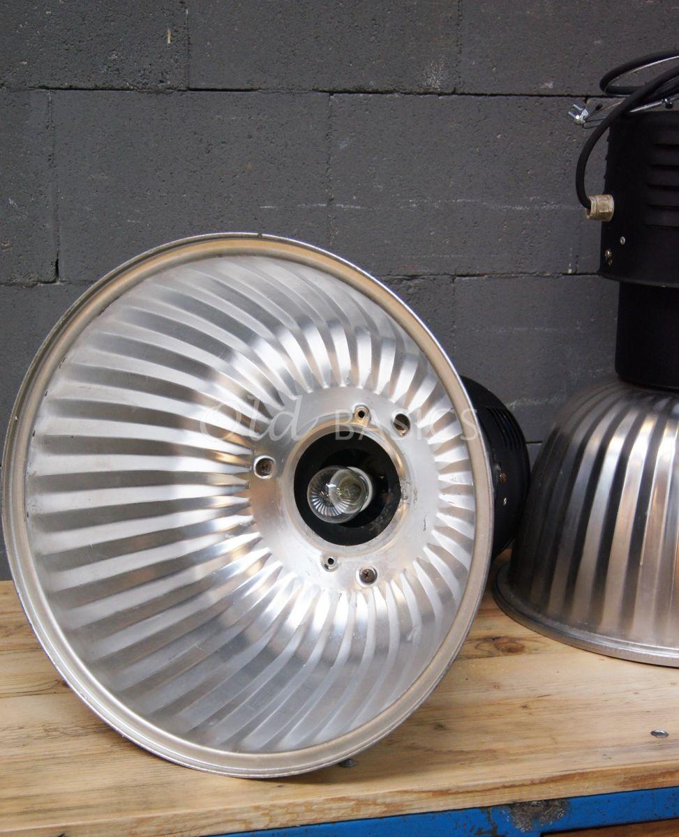 Detail van Industrielamp, zwart, metaal, materiaal staal