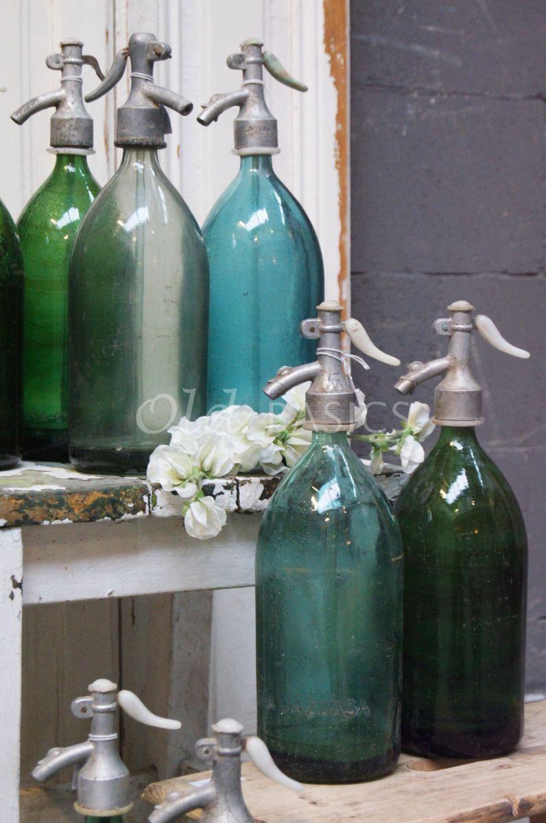Detail van Spuitfles, blauw, groen, naturel, materiaal glas