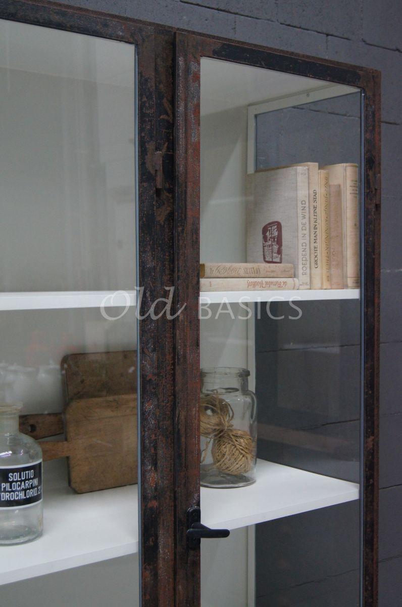 Detail van Apothekerskast, roest, materiaal staal