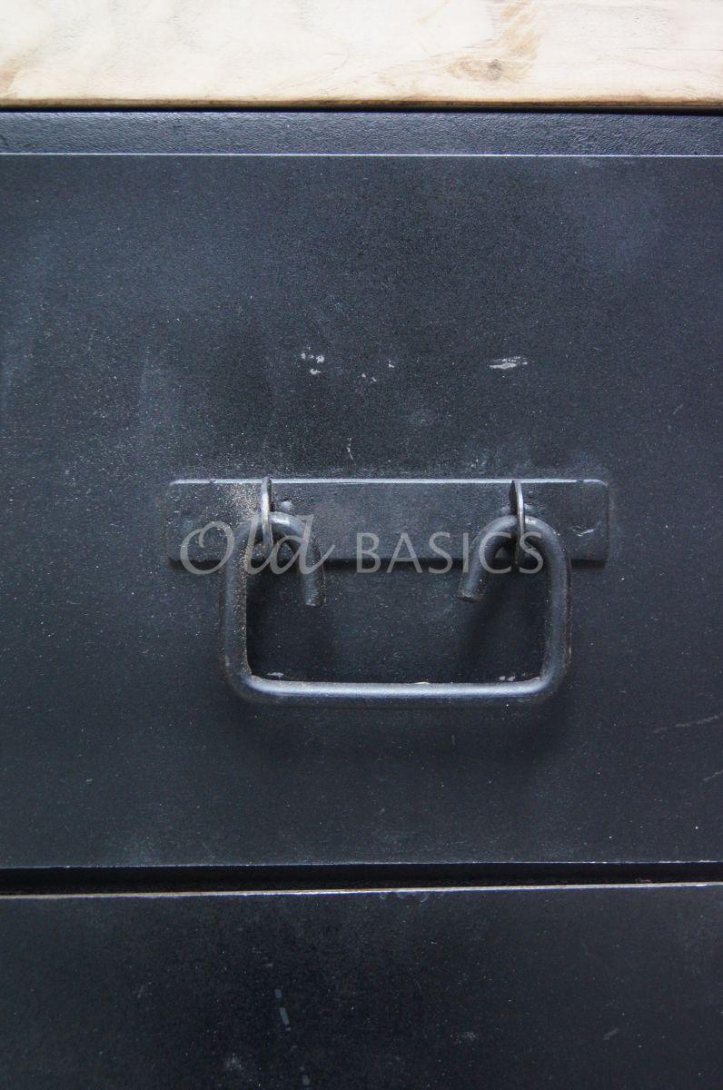 Detail van Dressoir Ingmar, zwart, grijs, materiaal staal