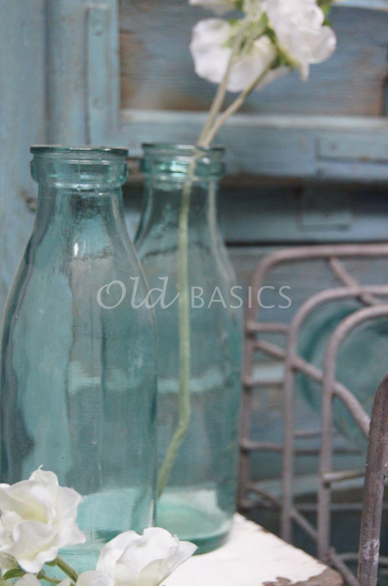 Detail van Flesje, groen, blauw, materiaal glas