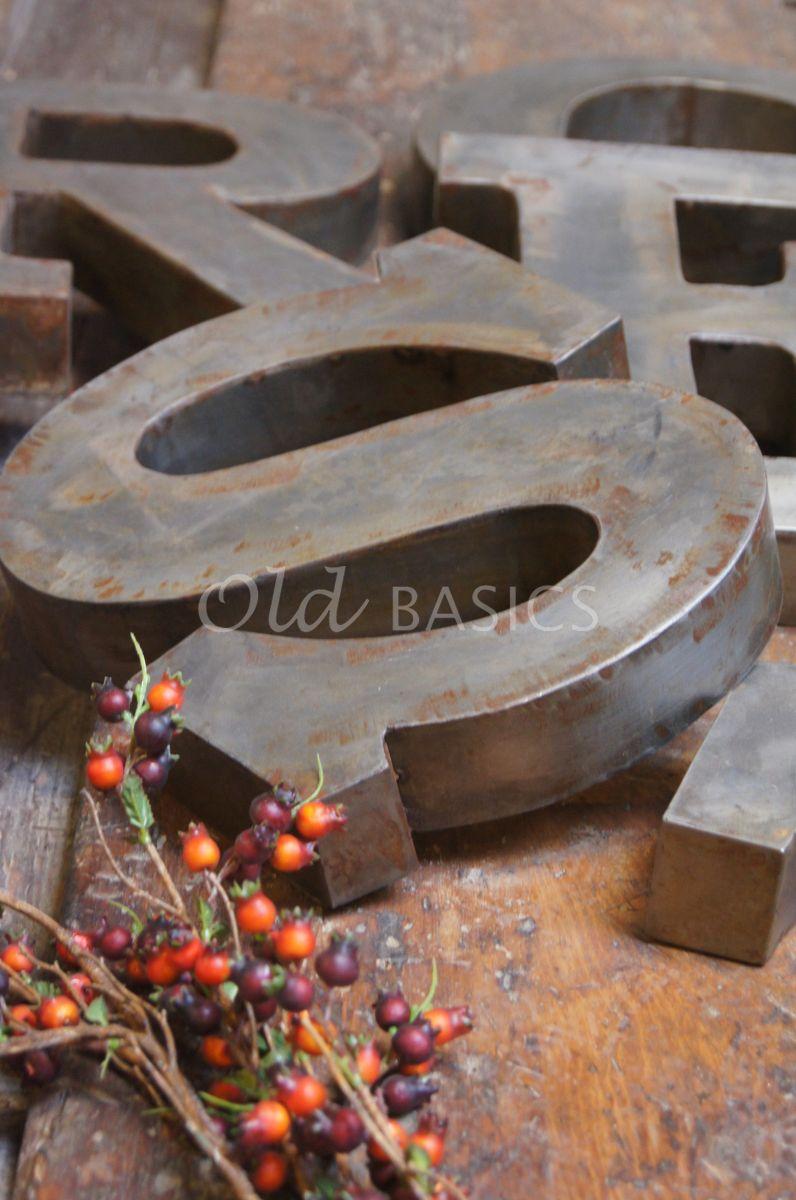 Detail van IJzeren letters, roest, materiaal staal