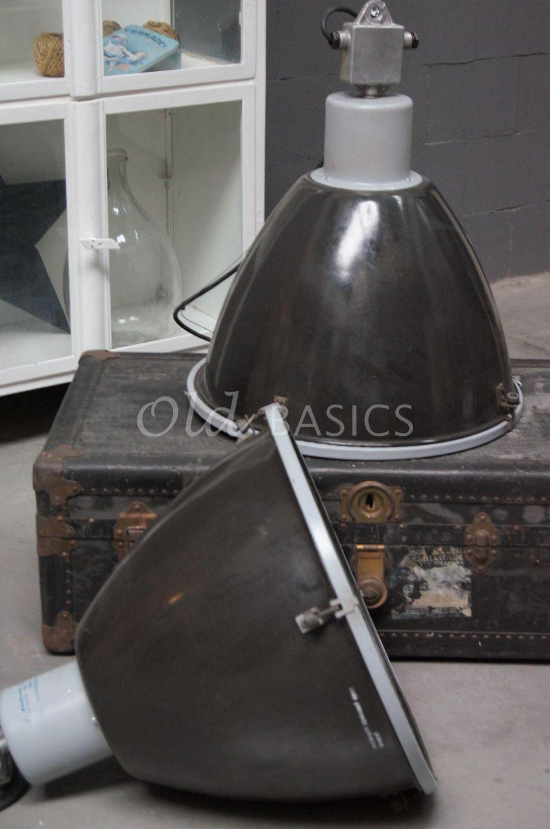 Detail van Industrielamp, grijs, materiaal staal