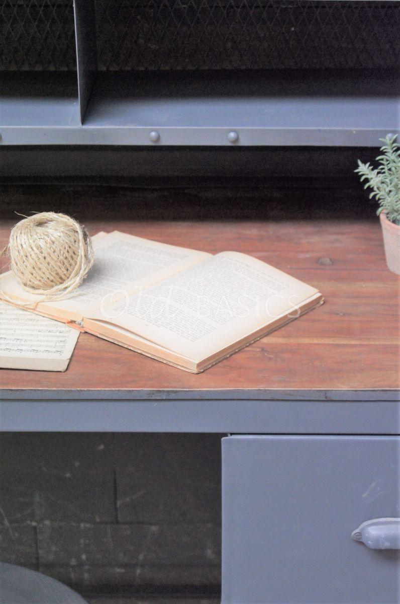 Detail van Postbureau, grijs, naturel, materiaal staal