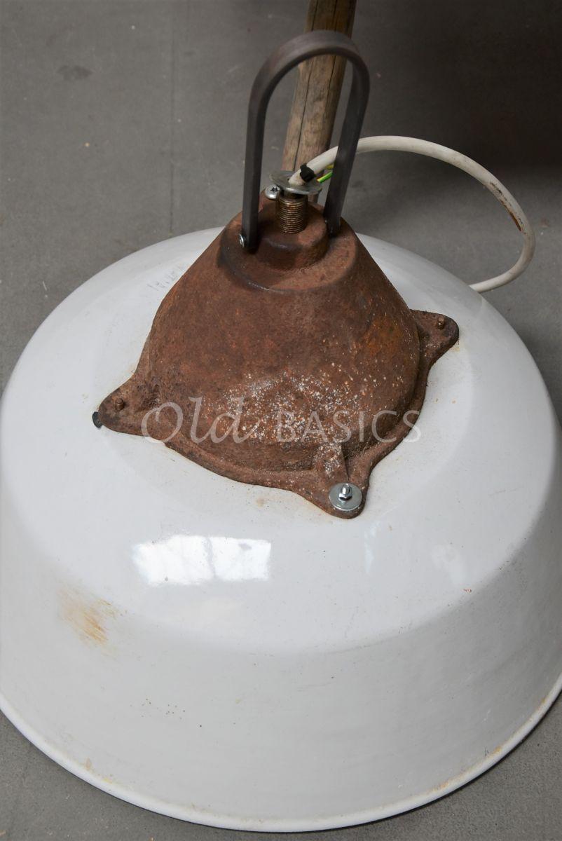Detail van Industrielamp, wit, materiaal staal