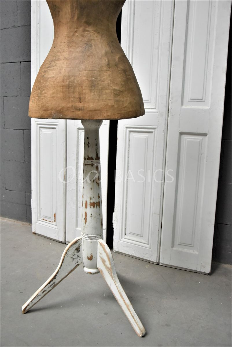 Detail van Paspop, naturel, wit, materiaal hout