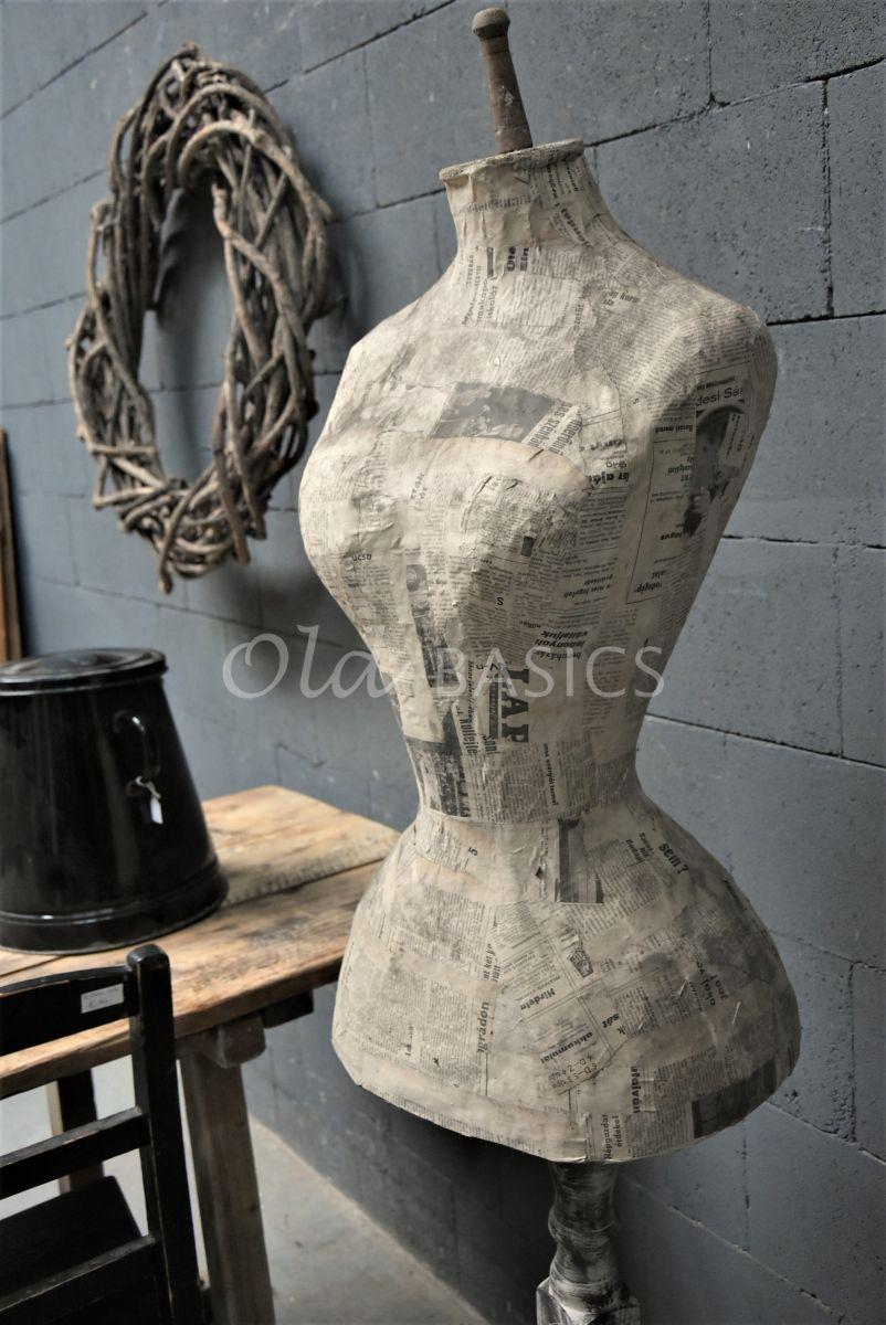 Detail van Paspop, grijs, bruin, materiaal hout