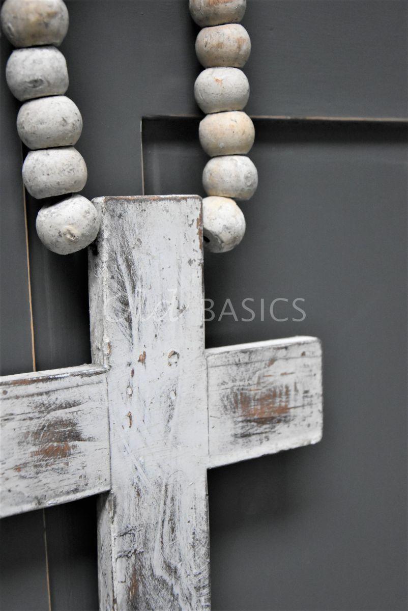 Detail van Ketting met kruis crème, crème, materiaal hout