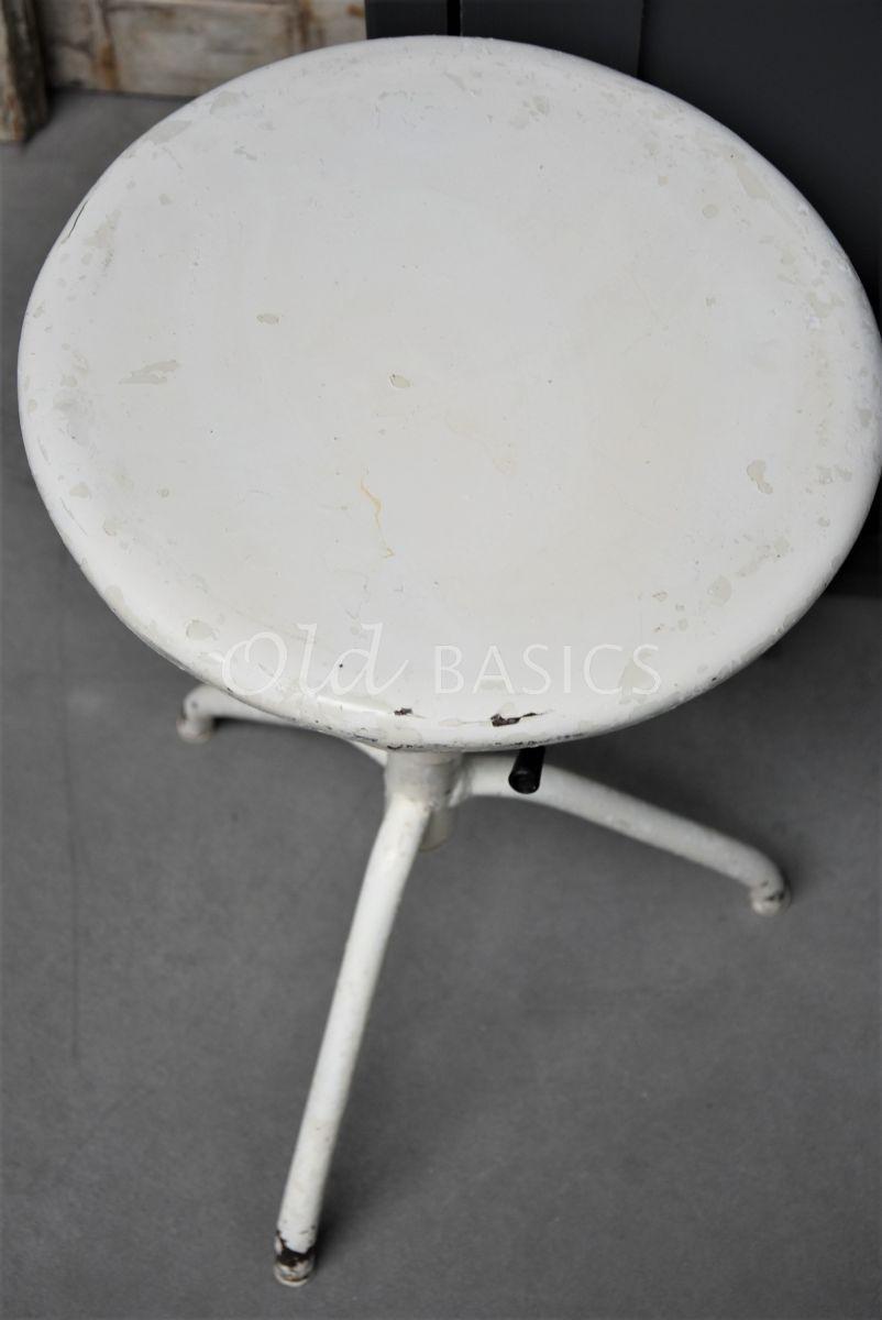 Detail van Kruk, wit, materiaal staal