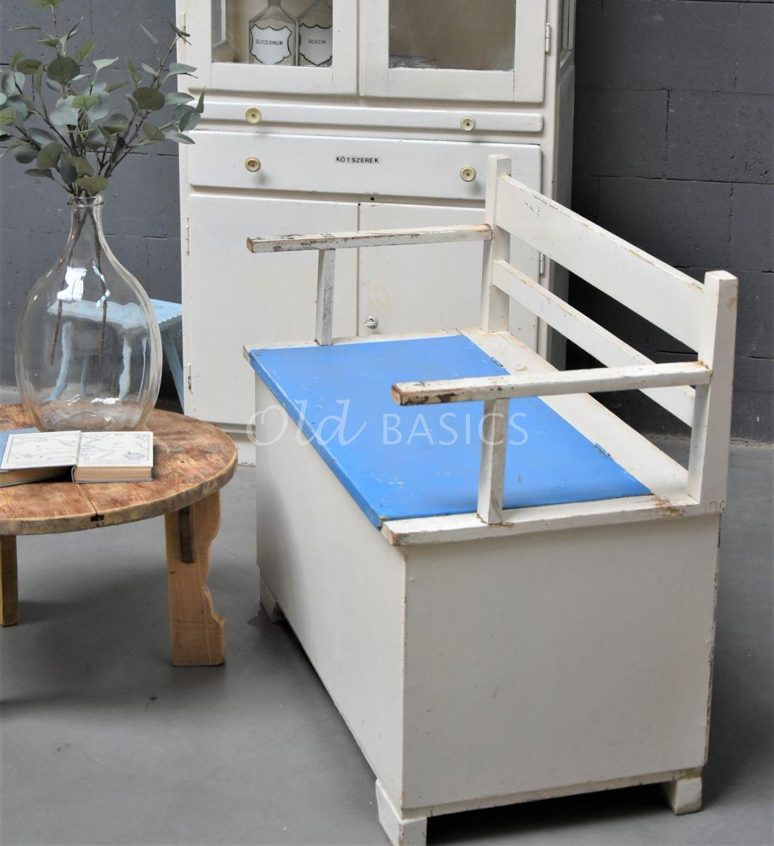 Detail van Klepbank, wit, blauw, materiaal hout