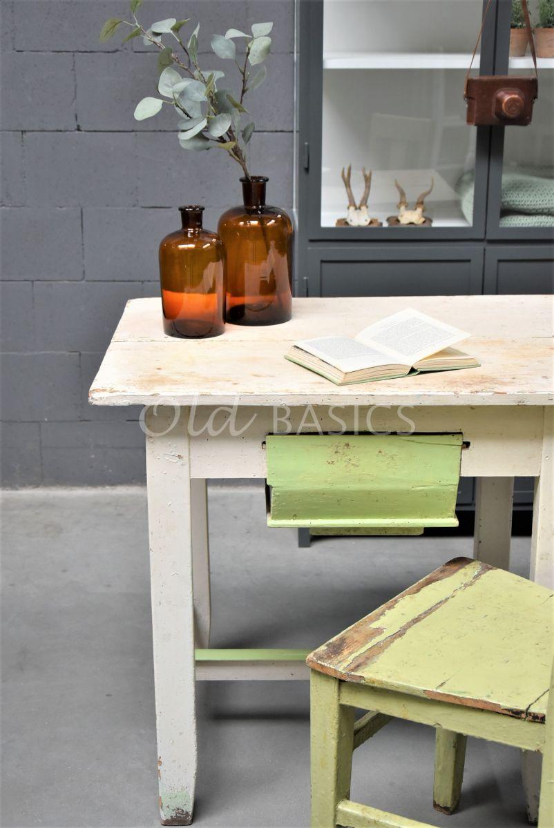 Detail van Bureau, wit, groen, materiaal hout
