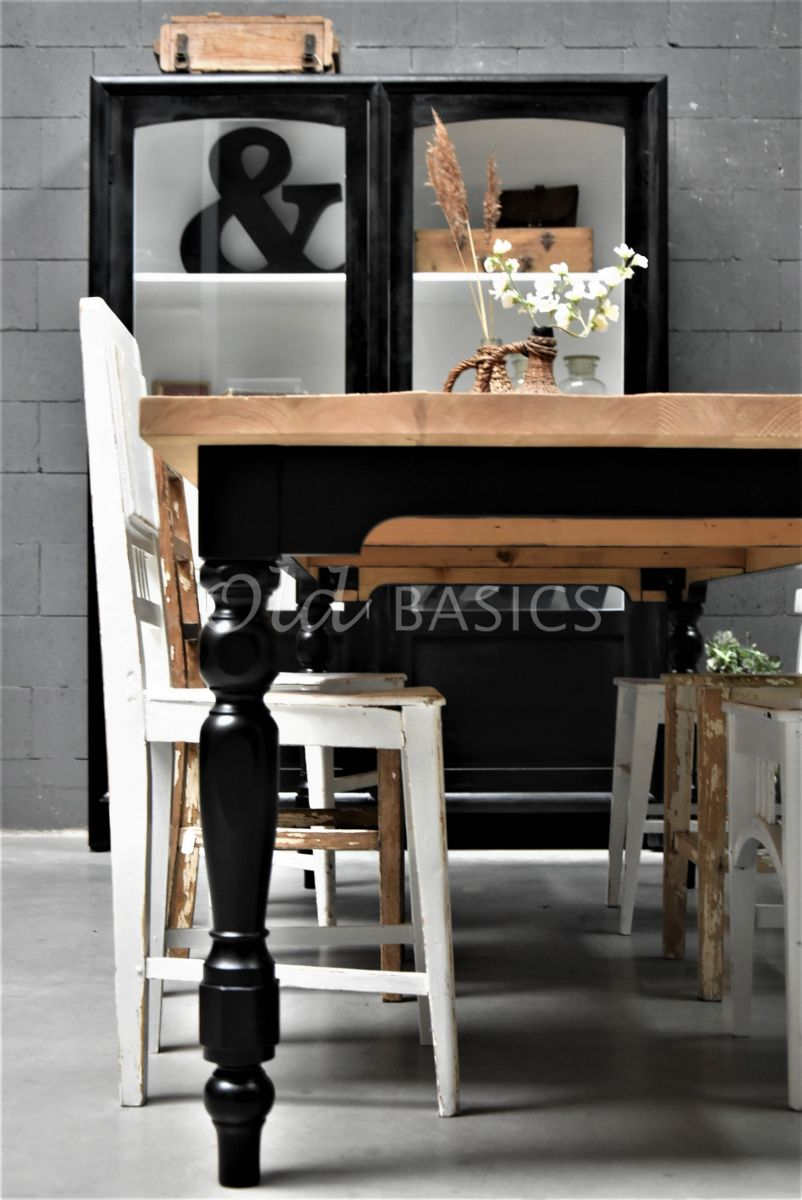 Detail van Eettafel Rustique, zwart, materiaal hout