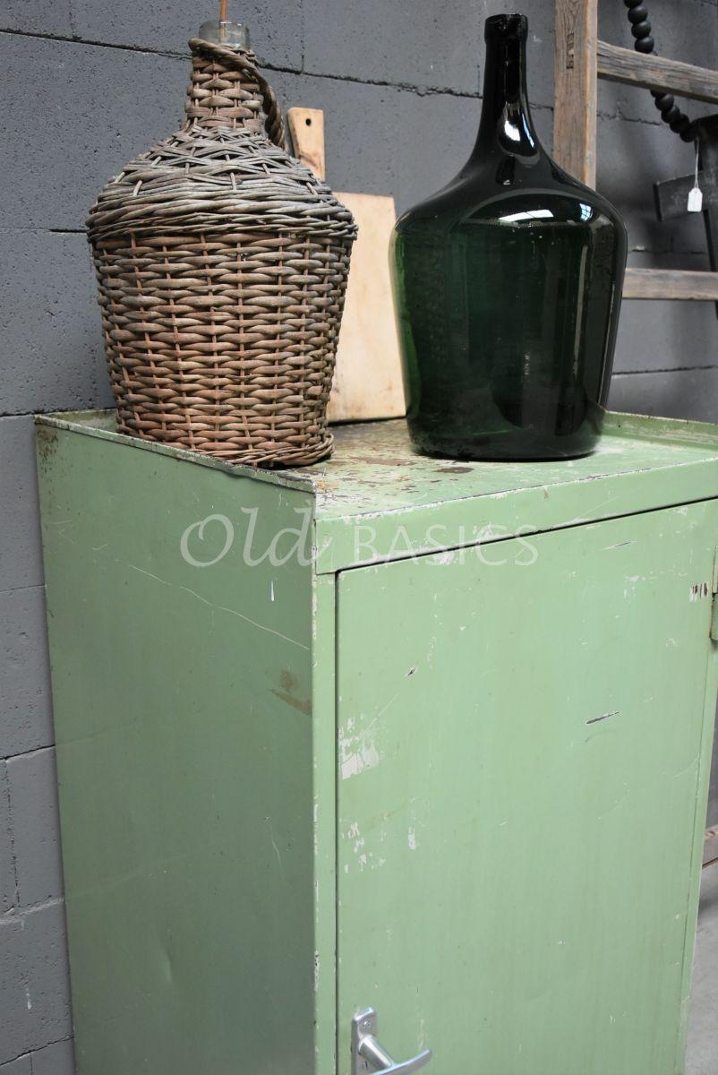 Detail van Industriële kast, groen, materiaal staal