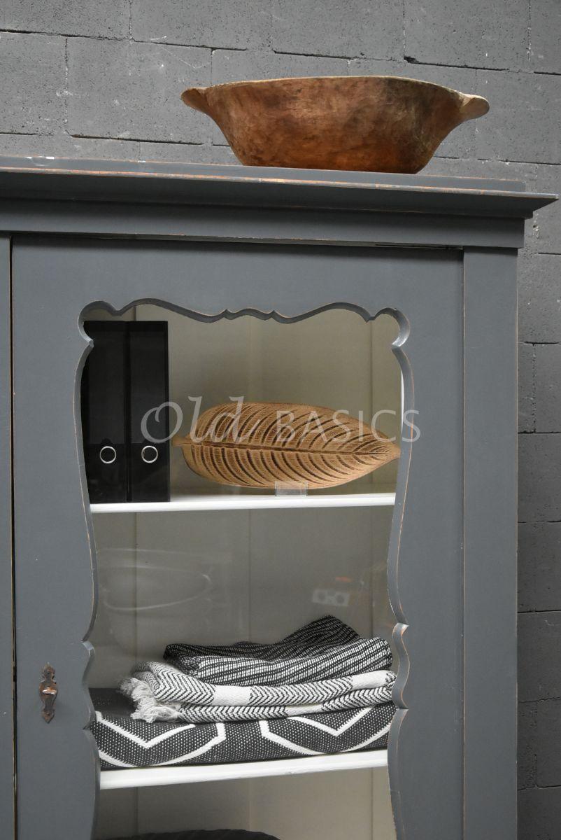 Detail van Vitrinekast, grijs, materiaal hout