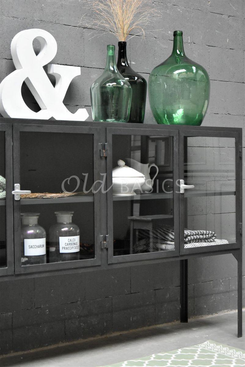 Detail van Dressoir Vitrine STEEL, 4 deuren, zwart, grijs, metaal, materiaal staal