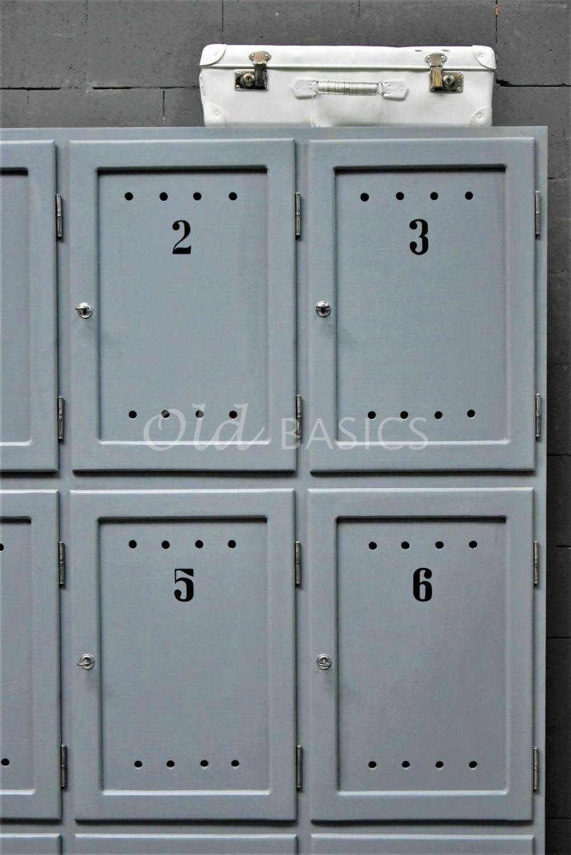 Detail van Lockerkast Numero, 3 deuren, RAL7000, grijs, blauw, materiaal hout