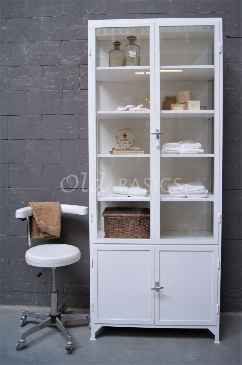 Detail van Apothekerskast Demi, 2 deuren, RAL9010, wit, materiaal staal