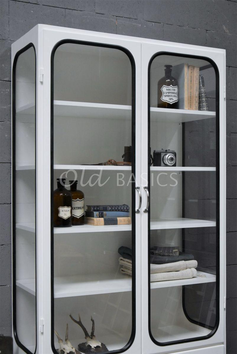 Detail van Apothekerskast Retrique, 2 deuren, RAL9010, wit, materiaal staal