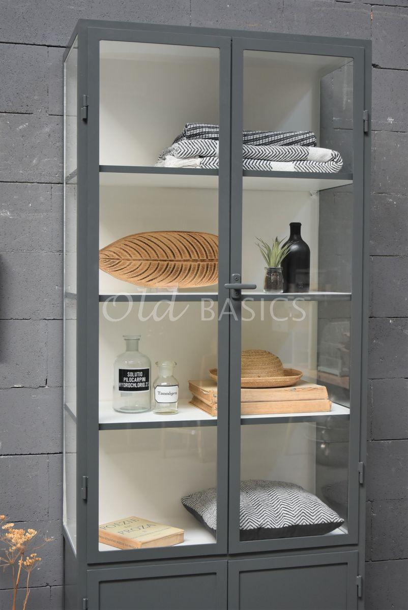 Detail van Apothekerskast Demi, 2 deuren, RAL7043, grijs, materiaal staal
