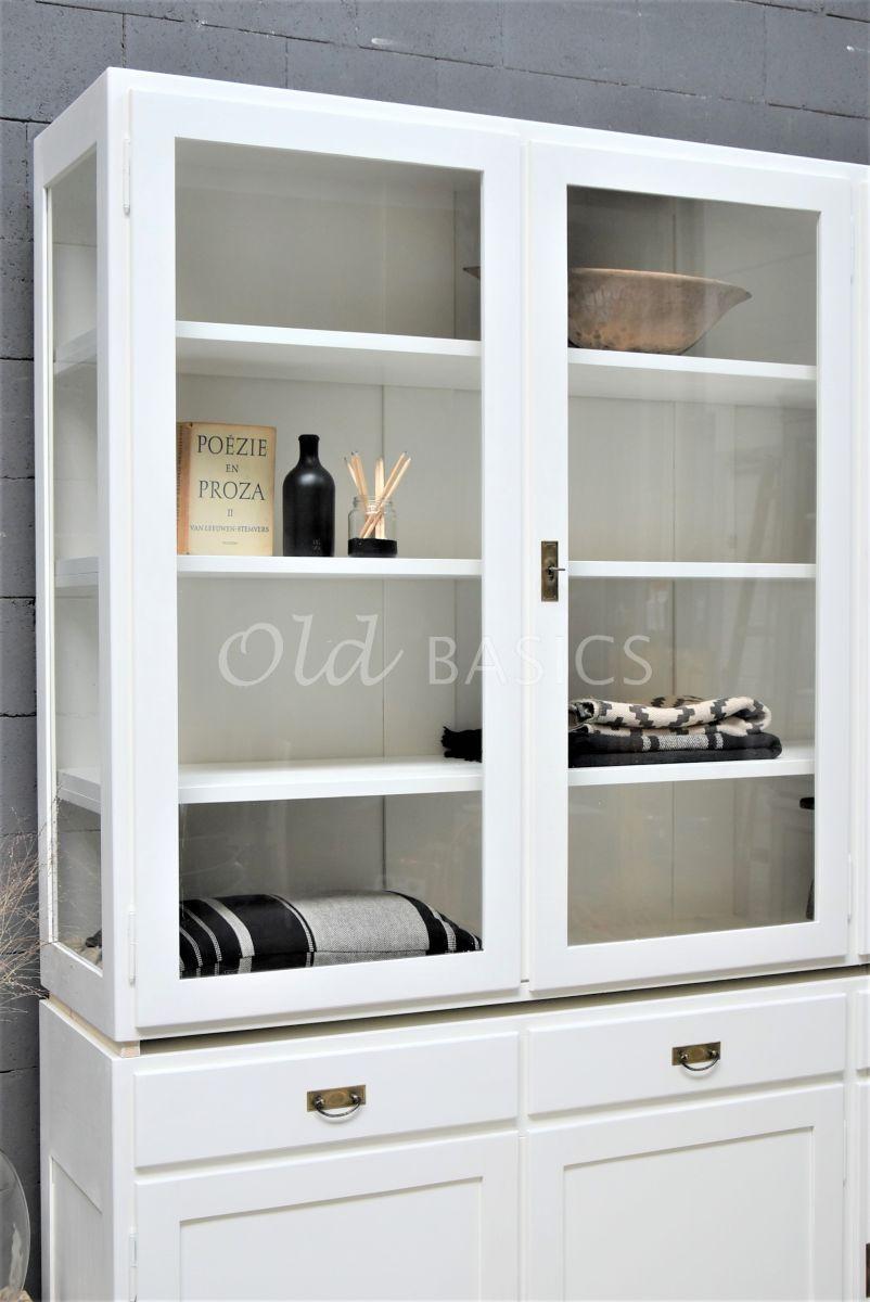 Detail van Vitrinekast Jeanette, 3 deuren, RAL9010, wit, materiaal hout