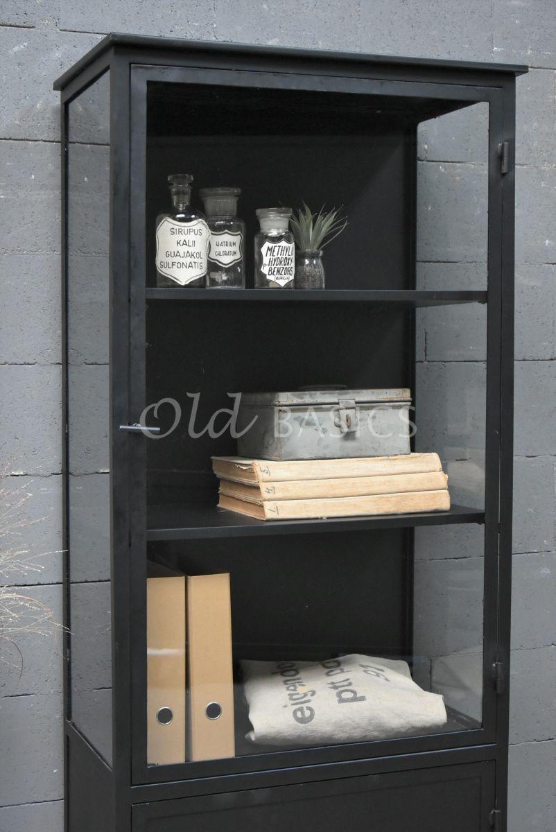 Detail van Apothekerskast Irvin Noir, zwart, materiaal staal