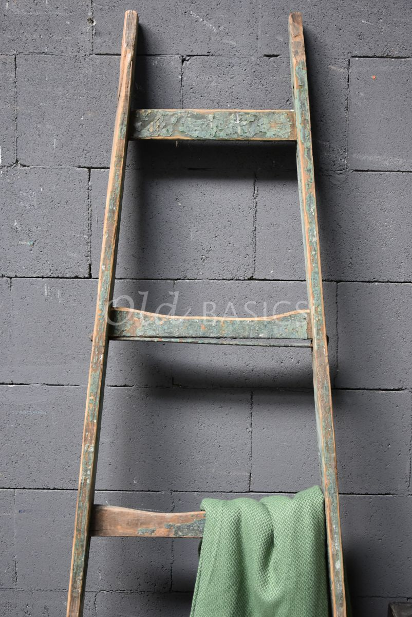 Detail van Houten ladder, naturel, groen, materiaal hout