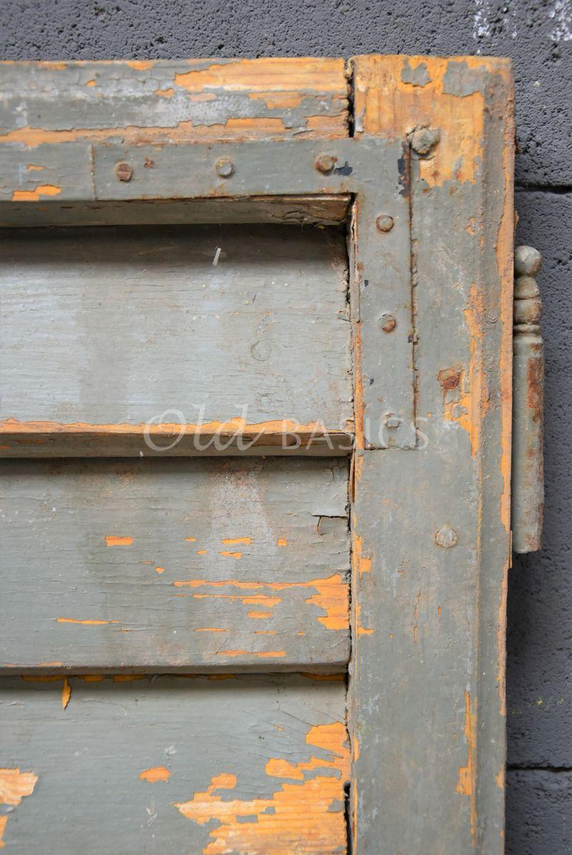 Detail van Set luiken, oker, grijs, groen, materiaal hout