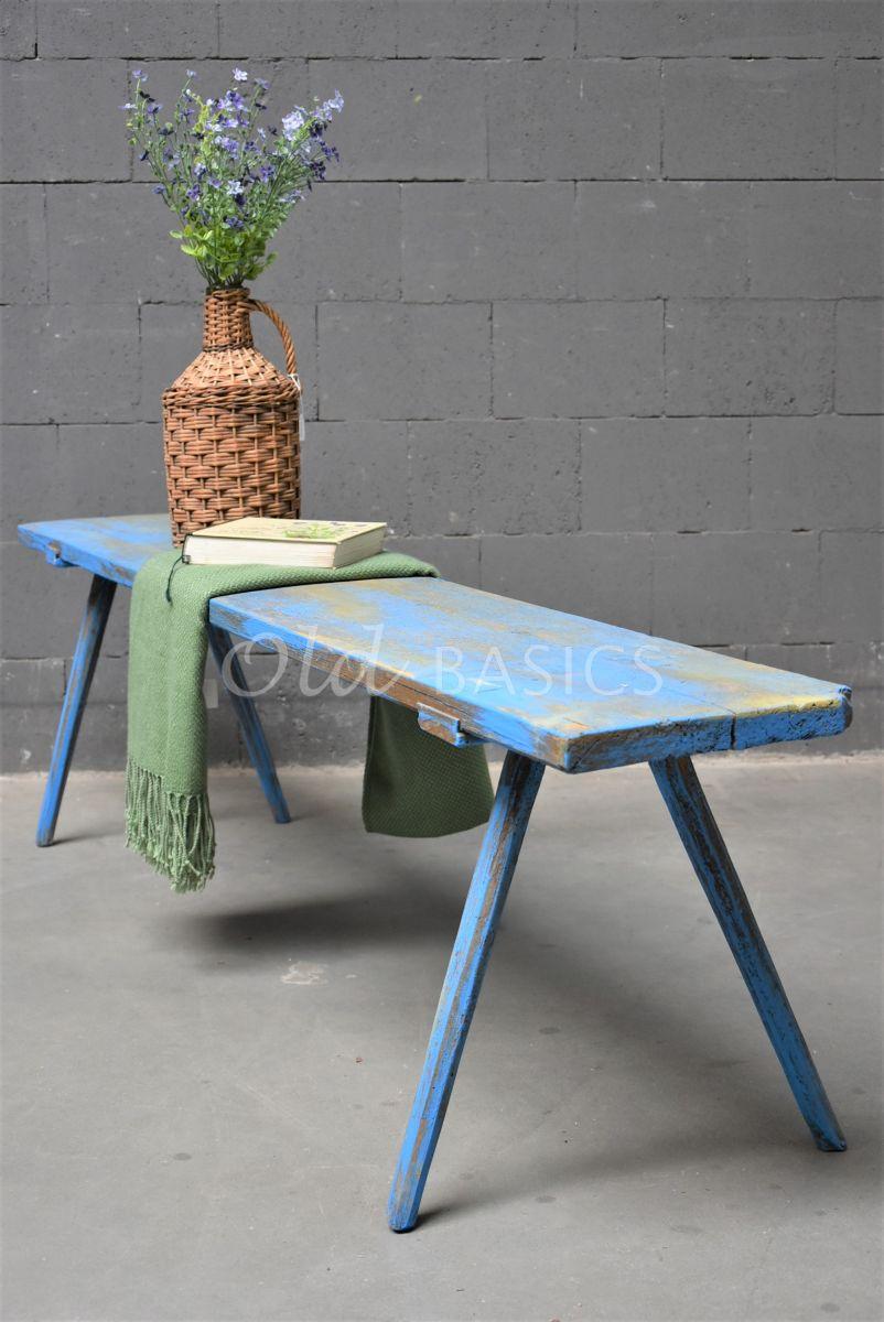 Detail van Houten bank, blauw, materiaal hout