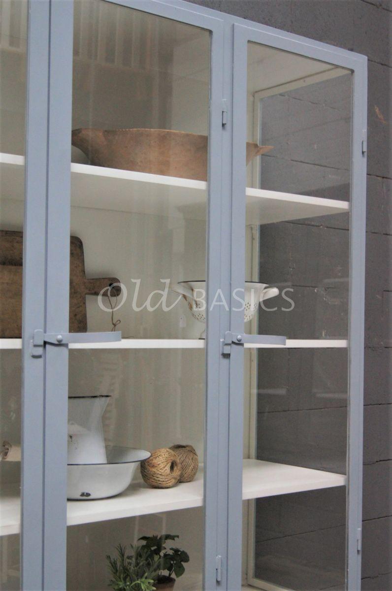 Detail van Apothekerskast Demi, 3 deuren, RAL7001, grijs, materiaal staal