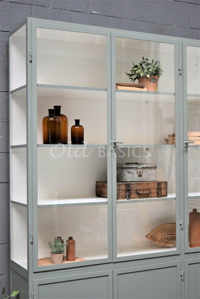 Detail van Apothekerskast Demi, 3 deuren, RAL7033, grijs, groen, materiaal staal