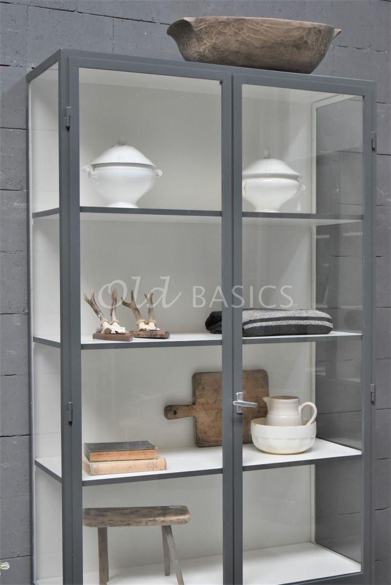 Detail van Apothekerskast Vitrine, 2 deuren, RAL7043, grijs, materiaal staal