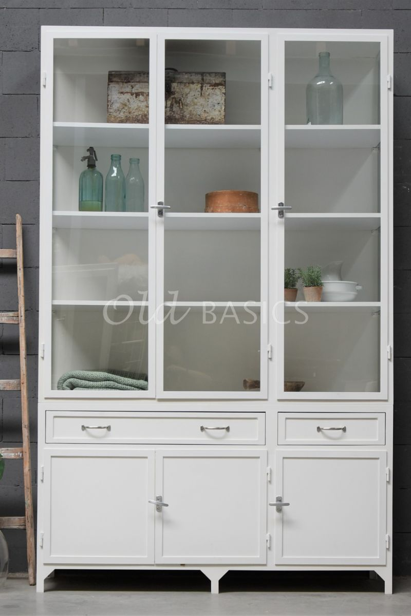 Detail van Apothekerskast Ferro, 3 deuren, RAL9010, wit, materiaal staal