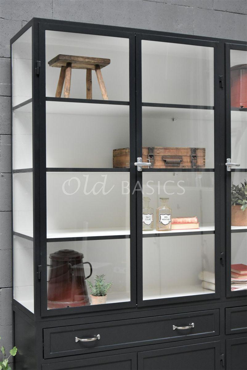 Detail van Apothekerskast Ferro, 3 deuren, RAL7021, zwart, grijs, materiaal staal