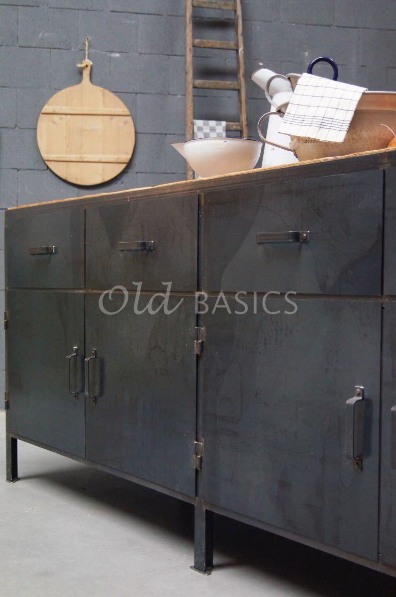 Detail van Dressoir Ferro STEEL, 4 deuren, blauwstaal, materiaal staal