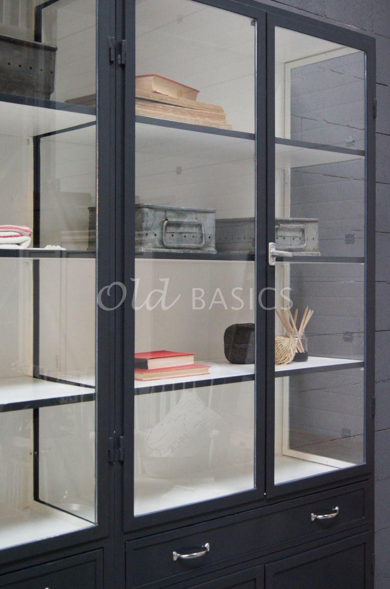 Detail van Apothekerskast Ferro, 4 deuren, RAL7021, zwart, grijs, materiaal staal
