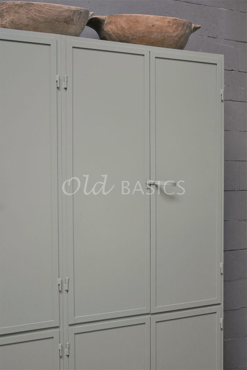 Detail van Apothekerskast Ferro, 4 deuren, RAL7033, grijs, groen, materiaal staal