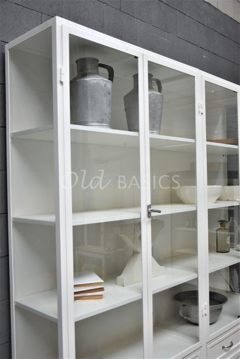 Detail van Apothekerskast Ferro, 4 deuren, RAL9010, wit, materiaal staal