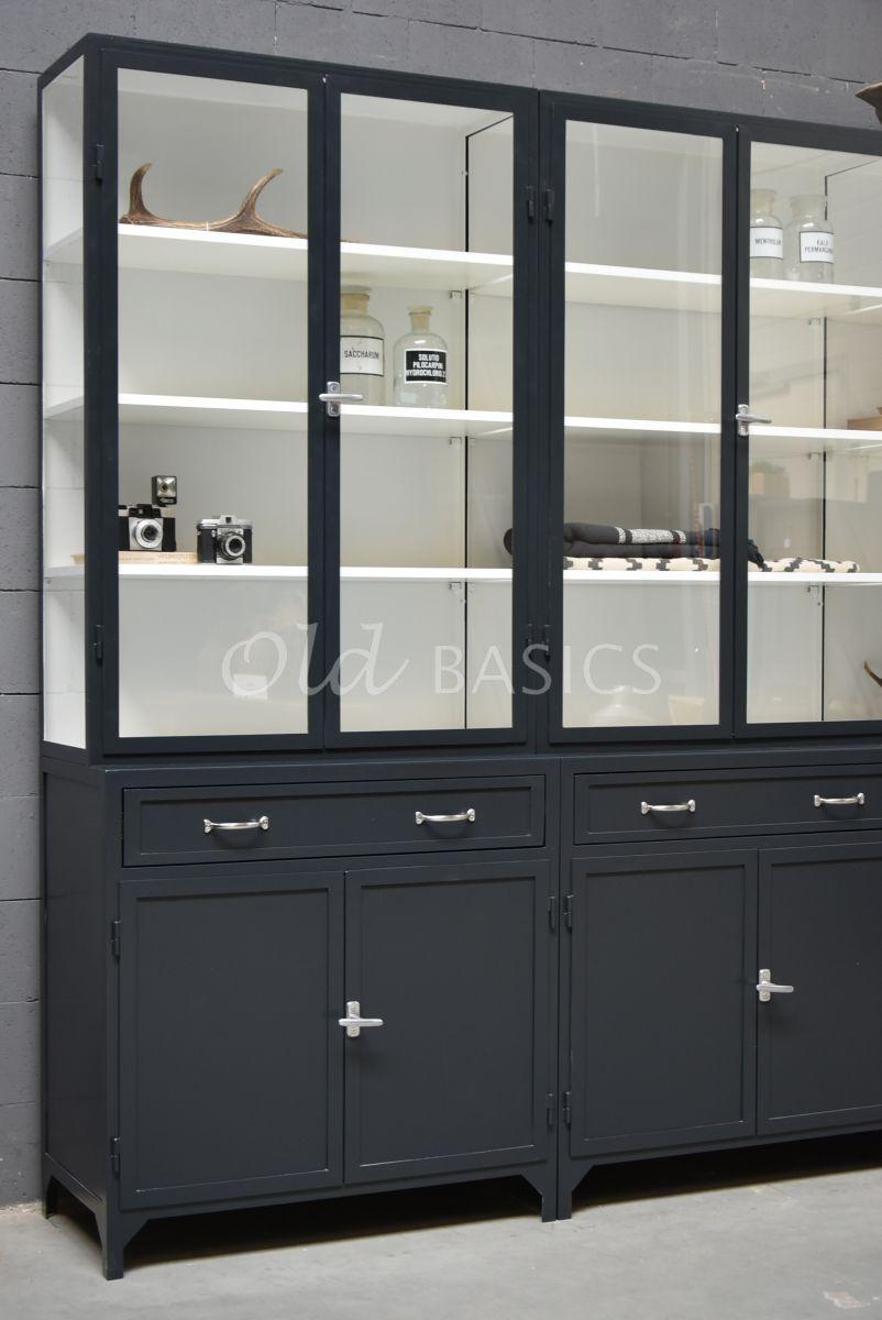 Detail van Apothekerskast Ferro, 6 deuren, RAL7021, zwart, grijs, materiaal staal