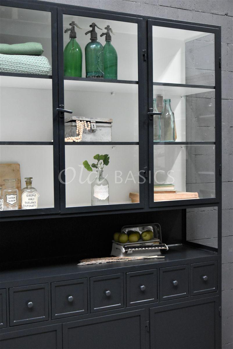 Detail van Apothekerskast Fio, 3 deuren, RAL7021, zwart, grijs, materiaal staal
