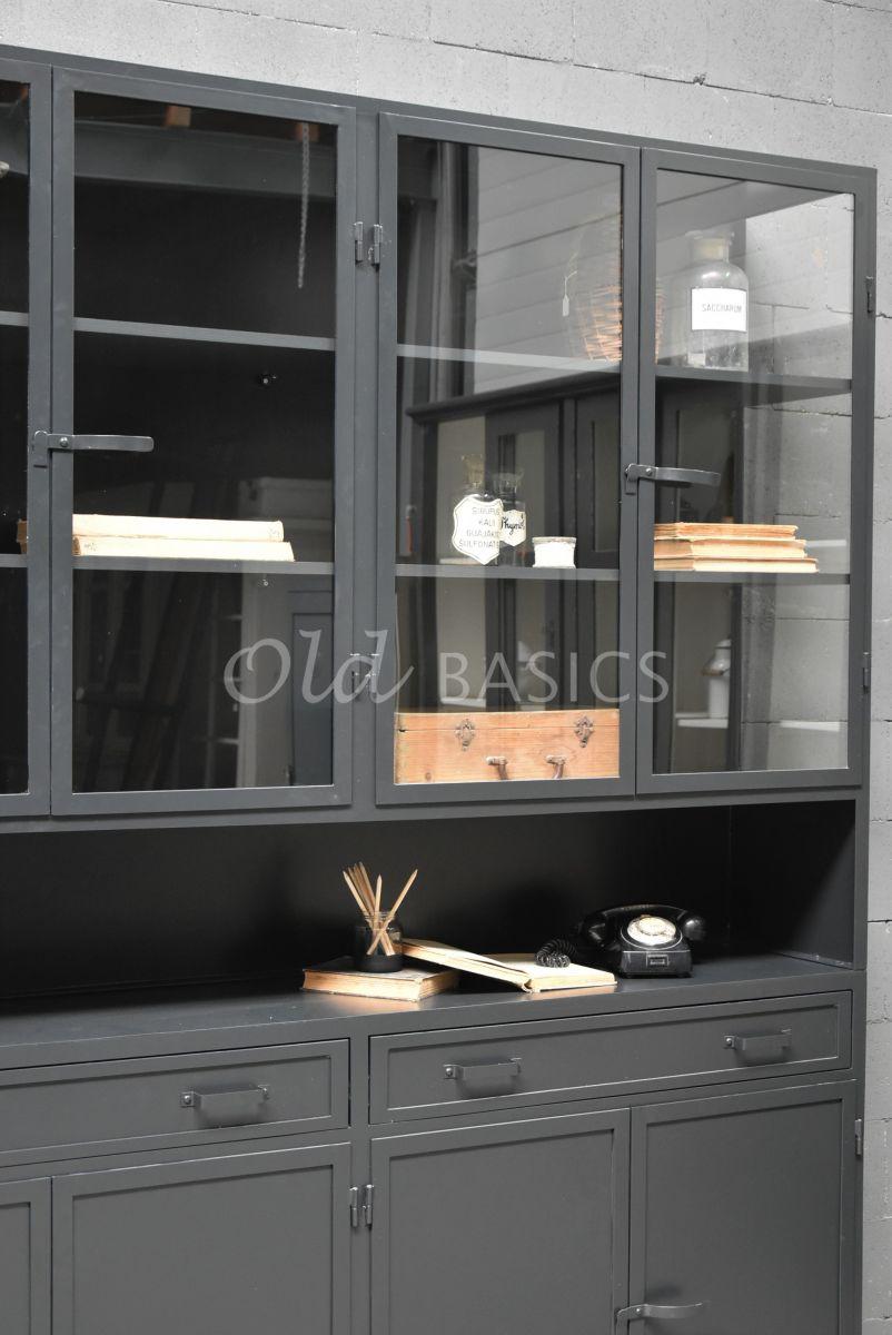 Detail van Apothekerskast Fio, 4 deuren, RAL7021, zwart, grijs, materiaal staal