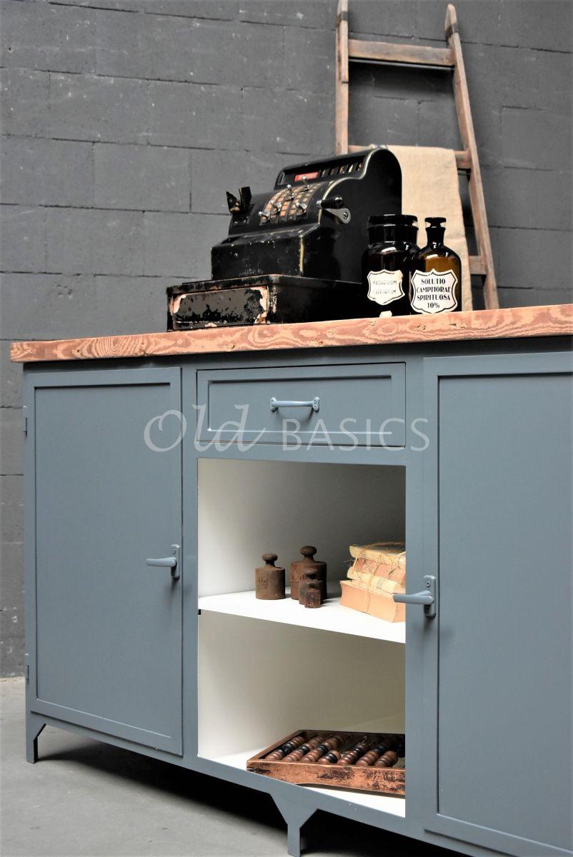 Detail van Toonbank Ferro, 2 deuren, RAL7031, blauw, grijs, materiaal staal