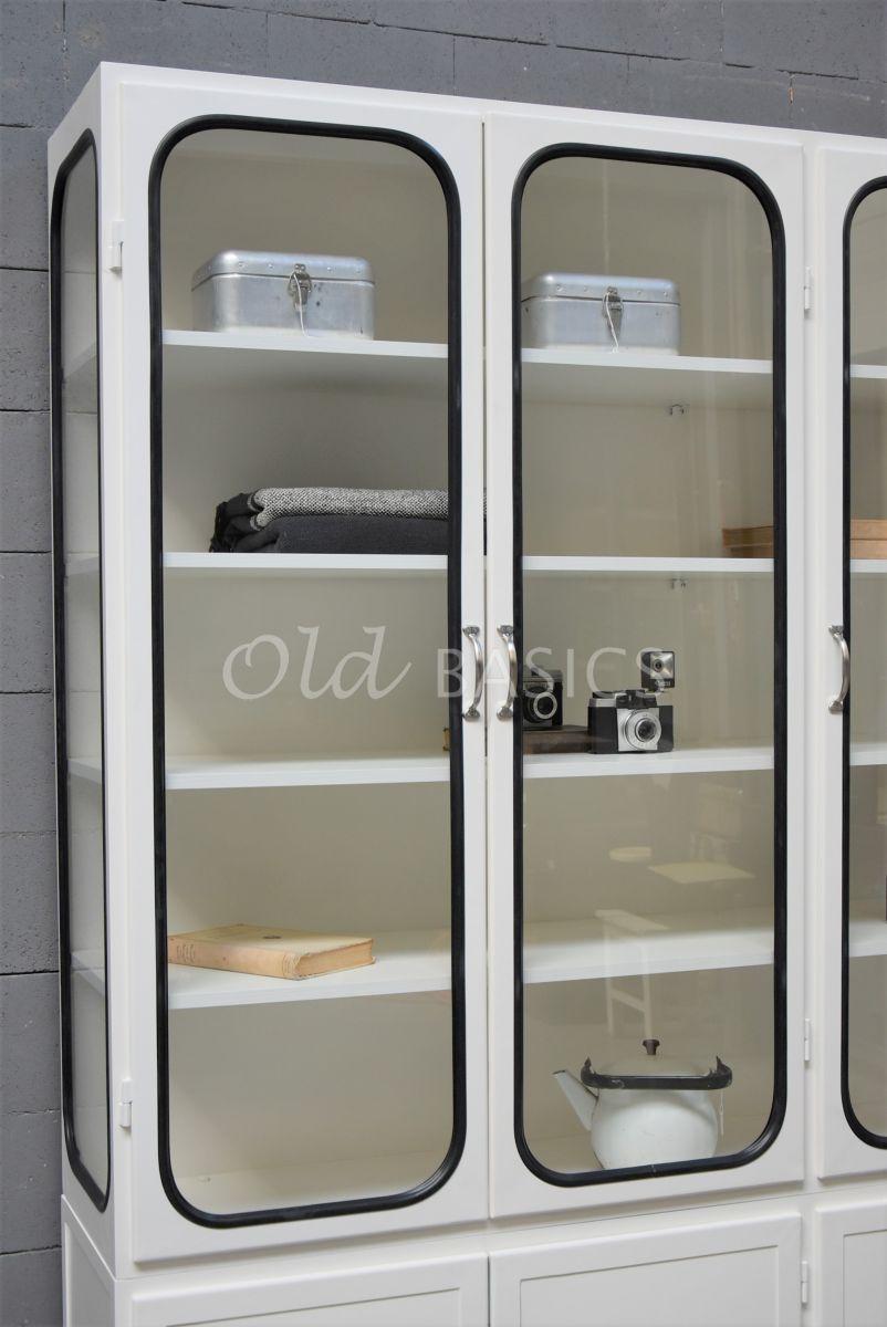Detail van Apothekerskast Retrique, 3 deuren, RAL9010, wit, materiaal staal