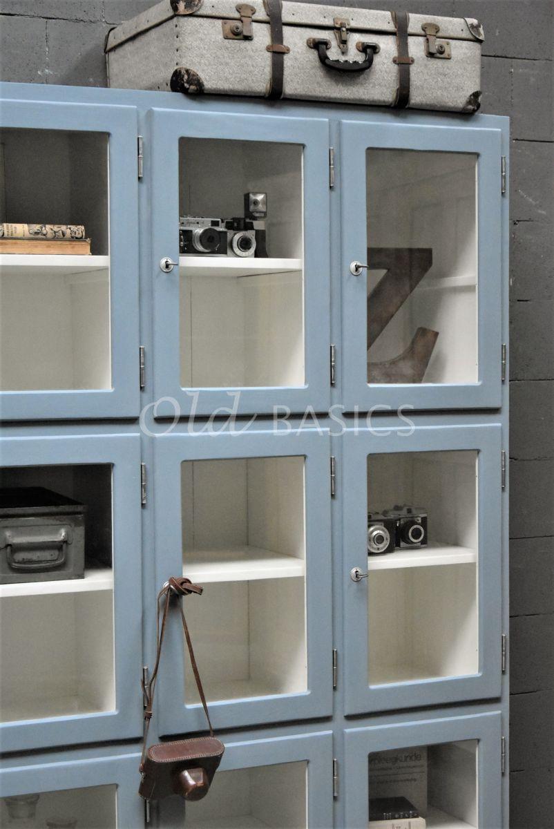 Detail van Lockerkast Vitrine, 3 deuren, RAL7000, blauw, grijs, materiaal hout