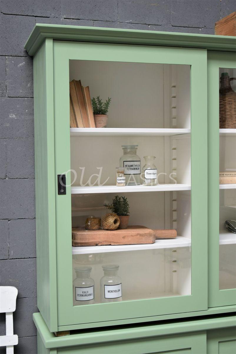 Detail van Universiteitskast, 2 deuren, RAL6021, groen, materiaal hout