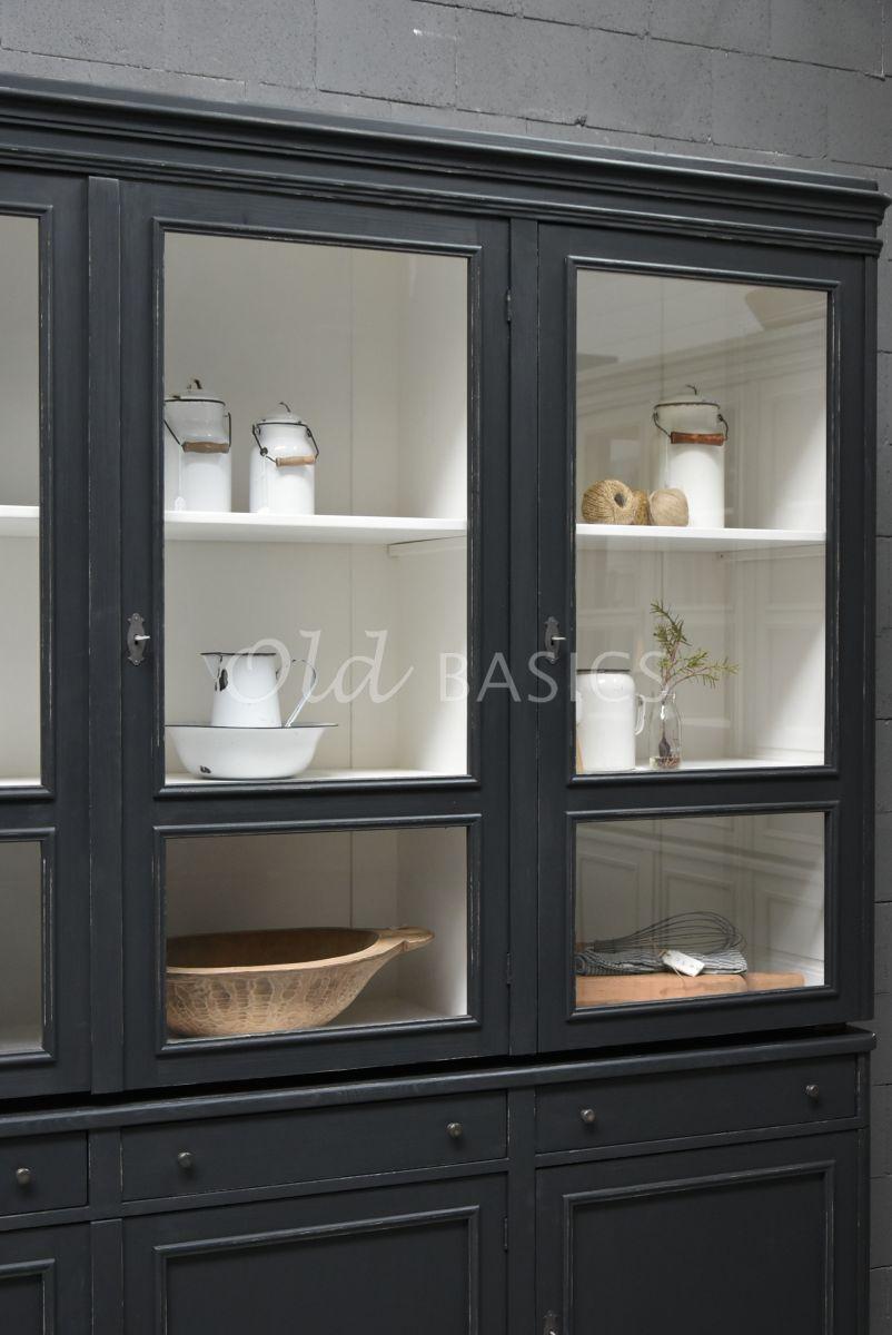 Detail van Vitrinekast Amiens, 3 deuren, RAL7021, zwart, grijs, materiaal hout
