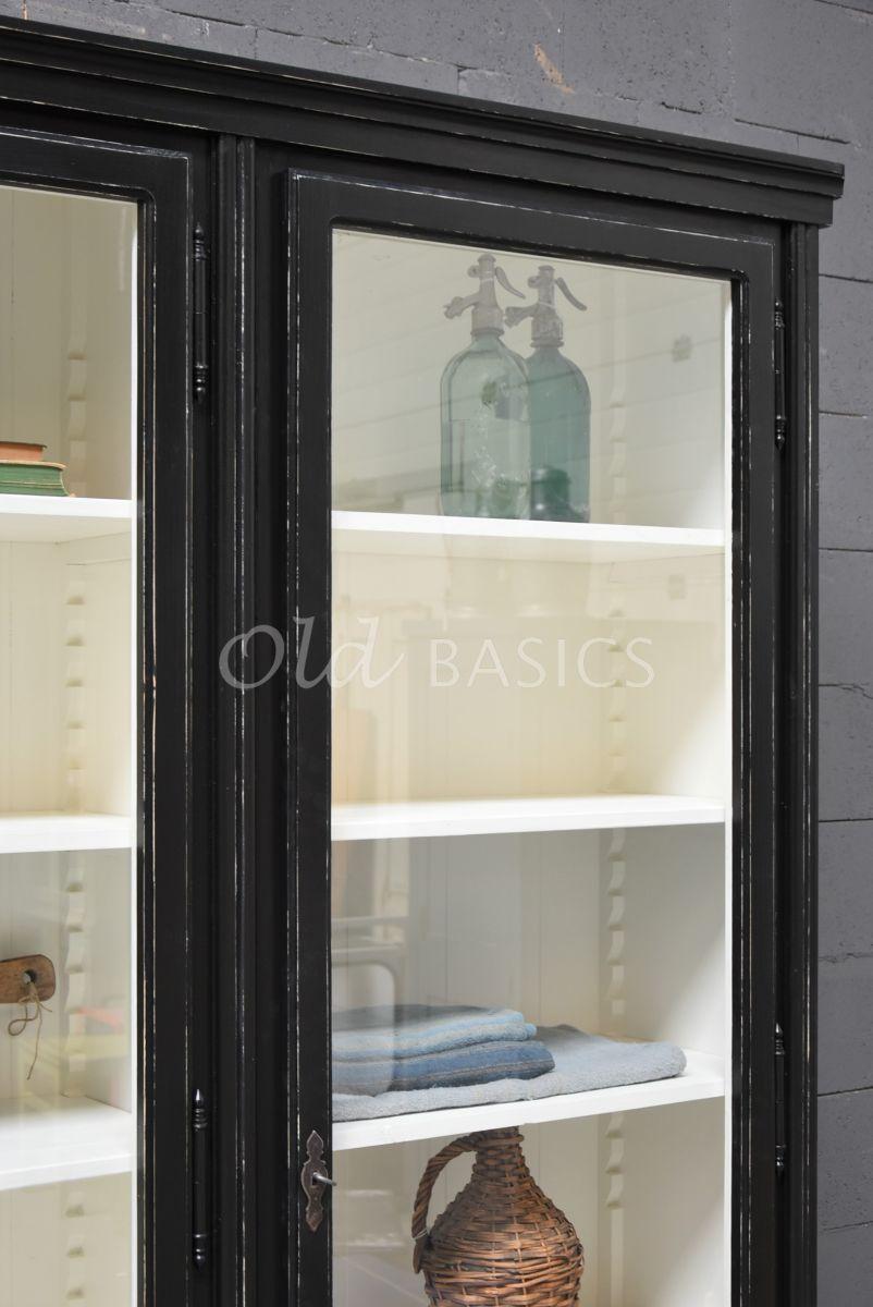 Detail van Vitrinekast Artistique, 3 deuren, RAL9005, zwart, materiaal hout