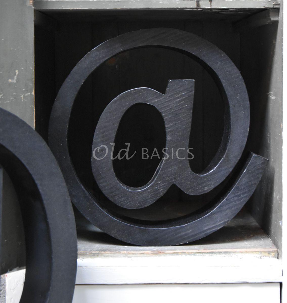 Detail van @teken klein zwart, zwart, materiaal staal