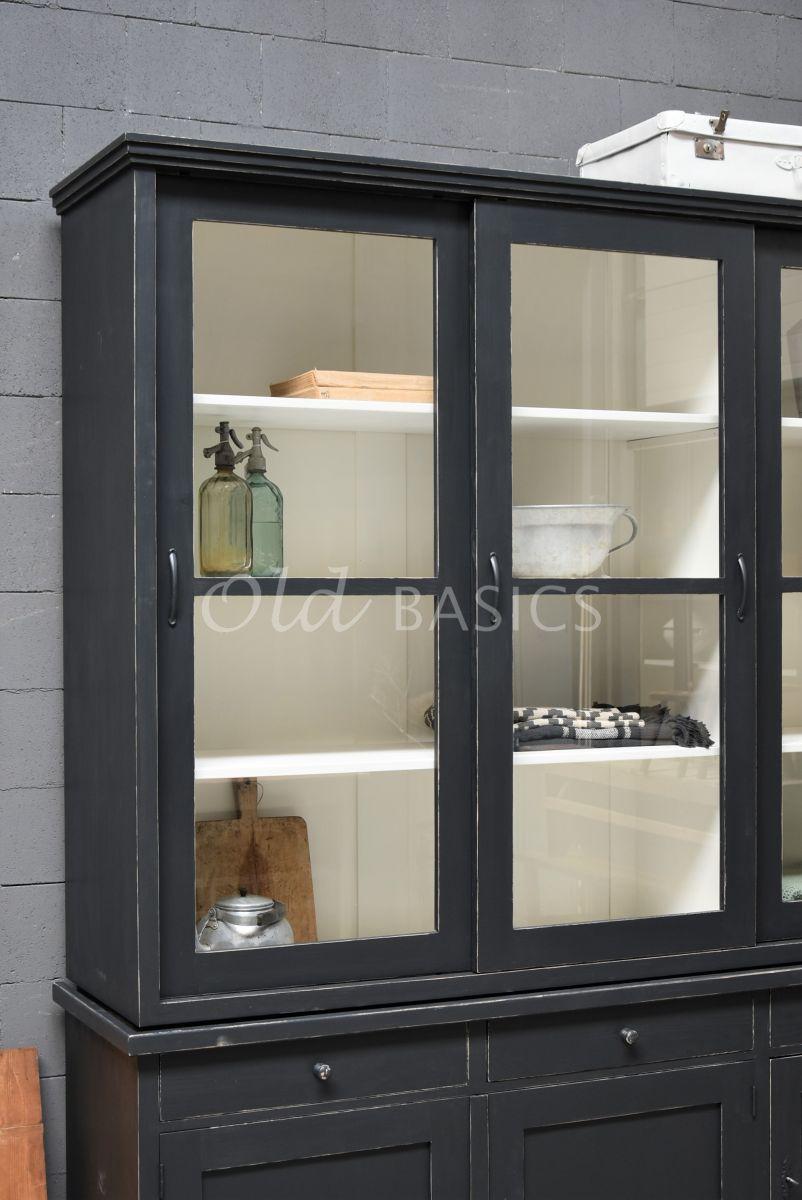 Detail van Vitrinekast Bordeaux, 3 deuren, RAL7021, zwart, grijs, materiaal hout