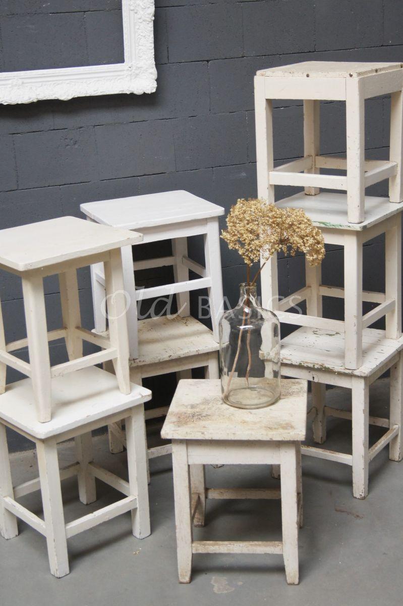 Detail van Kruk, wit, crème, materiaal hout