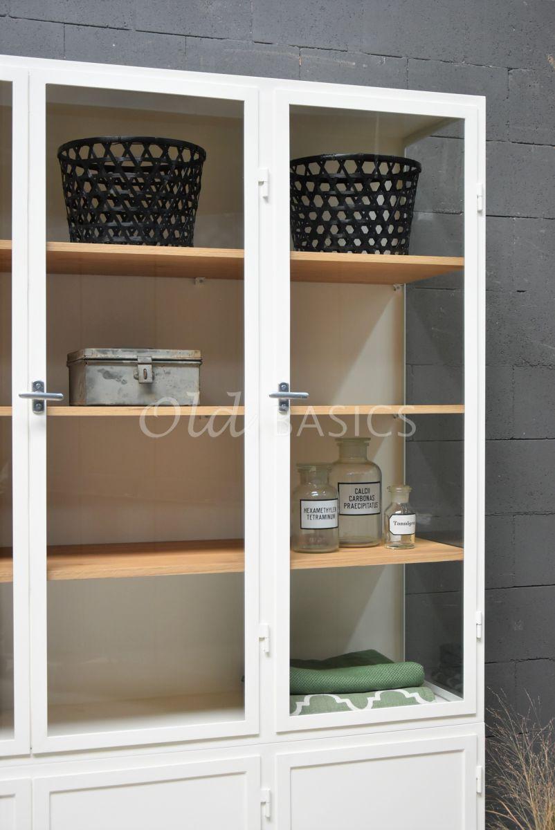 Detail van Apothekerskast Demi, 3 deuren, RAL9010, wit, materiaal staal